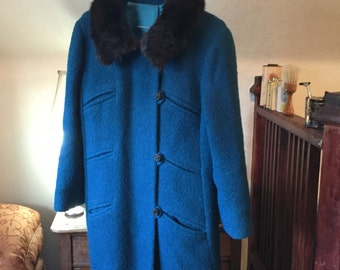 SALE! Beautiful turquoise vintage coat with mink collar (A074)