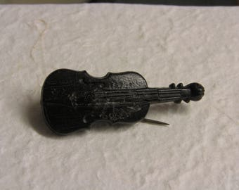Victorian Vulcanite/Bog oak Fiddle brooch