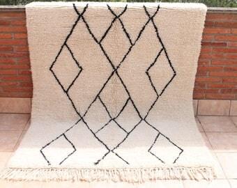 Carpet Beni Ouarain 224x161cm. Handmade Berber carpet. Carpet Beniourain. Berber rug Beni Ourain.