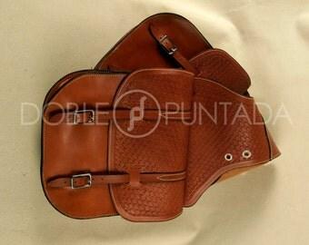 Rear double saddlebag of leather Western saddle