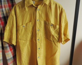 FREE SHIPPING - Vintage PICDOR Men's 100% silk Old Yellow short sleeve shirt with pockets and buttons, size M