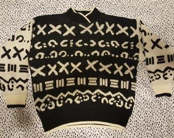 Medium Vintage 62 East Black and White Geometric Sweater
