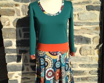 Colorful dress, sleeves three quarters