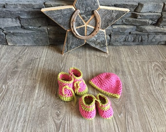 Newborn booties and hat