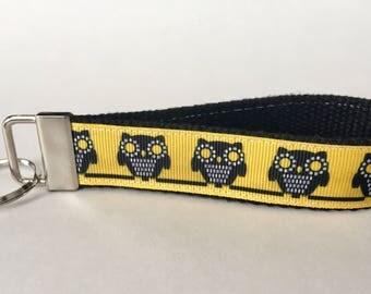 Chi Omega Inspired Key Fob/Wristlet. Sorority, owls, big/little gift.
