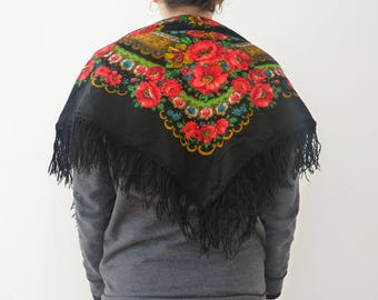 Russian scarf, traditional russian wool scarf, fringed russian scarf, flowered russian scarf, flowery scarf, russian stole, russian wrap