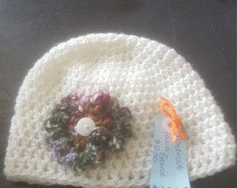 Hand made flower beanie (postabge depends on your location)