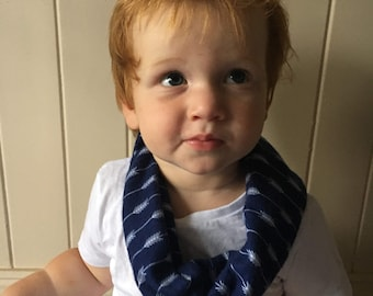 Boys Navy and white arrows flannelette childrens scarf, boys scarf, Toddler Scarf, infinite scarf (with safety snaps), scarf bib