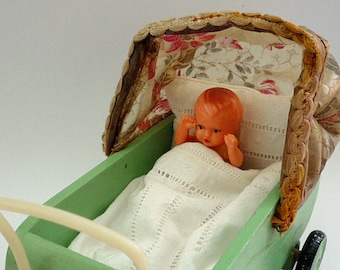 """Ref 054 VINTAGE DOLLSHOUSE PRAM 1930s Wooden Baby Carriage with hand embroidered Bedding, Folding Canopy, 4-3/4"""" L) Possibly Erzgebirge"""