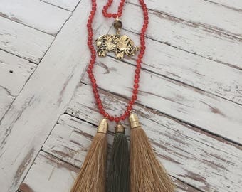 Agate necklace with elephant pendant
