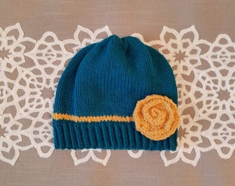 Sweet toddler girl knitting hat with flower