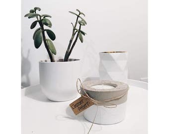 Pot in concrete with scented candle - small