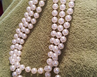Vintage costume jewelry pearl necklace..3 strands