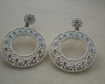earrings daisy enamel hoops vintage