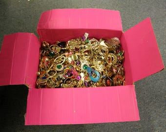 One Pound Misc Un-Searched Costume Jewelry For Re-Purpose Crafting