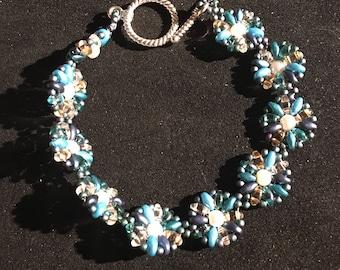 Multi blue daisy bracelet