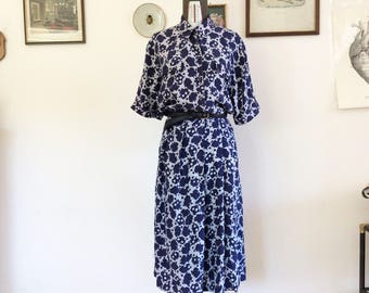 Sale! From 70 to 50 euros! Collegiate and pure silk floral Maxi dress. One Size Fits All