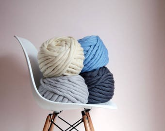 Sale. Super thick merino yarn (1-2 cm thickness ). 500g - 45 meters aprox . Super chunky merino merino yarn. Thick yarn for knitting.