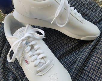 new reebok classic white sneakers
