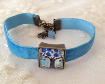 Bracelet blue velvet and Art-deco cameo.