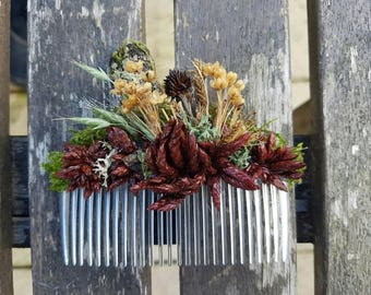 Dried flowers and moss hair comb