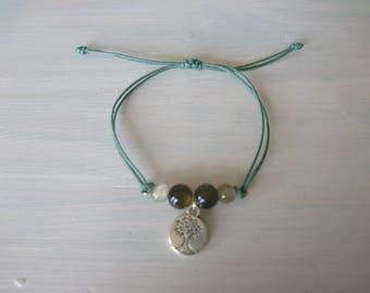 Minimalist charm bracelet with tree of life