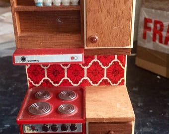 Vintage dolls house cooker