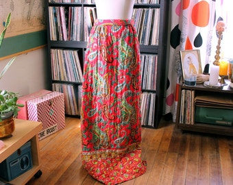 vintage paisley quilted maxi skirt . psychedelic 60s skirt, womens small medium
