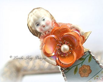 Peaches Doll Brooch Ornament Broken China Art Doll Flowers Mixed Media Soldered Rhinestone Girl Broach