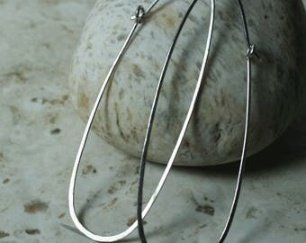 Handmade hammered extra large silver plated enlongated oval hoop, one pair (item ID ST120G18L)