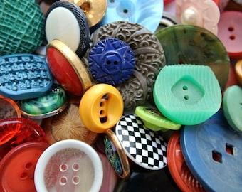 100 Antique and vintage plastic buttons, unique package/1