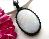 Moonstone pendant / Moonstone Necklace / Moonstone Jewelry / Rainbow Moonstone / jewelry trends / Healing stones  / June birthstone