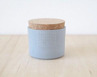 Mishima porcelain jar : white grid.
