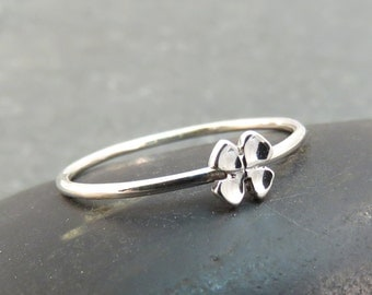 Graduation Gift Ideas for Her -Tiny Dainty Clover Ring - Graduation Jewelry Gift - Silver Good Luck Ring - 4 Leaf Clover - Gift for Luck