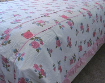 Vintage Seersucker Bedspread Full Queen Pink Cabbage Roses Shabby Summer Cottage Jeanne d' Arc Boudoir