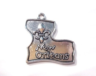 50% Off 12 pcs New Orleans Louisanna State Charms Antique Silver C1074 H16