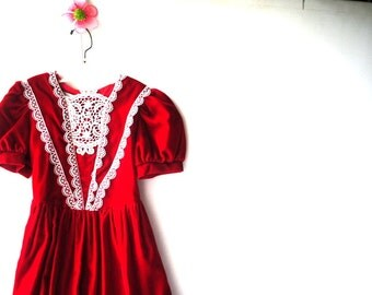 Christmas vintage 80s red velvet girls dress with a white lace details. Made by Gunny Sax. Size 6.