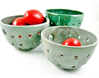 Pottery Berry Bowl, Handmade Berry Basket, Small Ceramic Fruit Bowl, Green Pottery Housewarming Gift - In stock