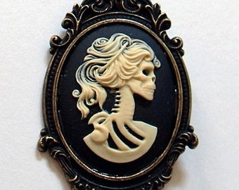 Gothic lady skull skeleton cameo brooch. Cameo jewelry. Gothic jewellery. Gothic wedding. Gifts for her. Gothic bride. Creepy cute.