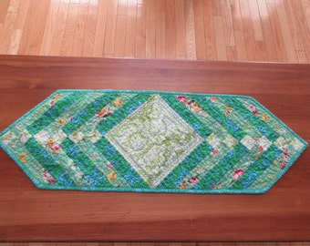 Beautiful hand made quilted table runner