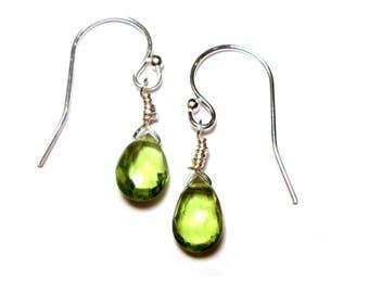"""Chère Amie Peridot Green Briolette Sterling Silver 7/8"""" Earrings E018"""