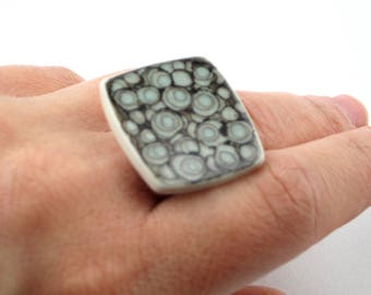 Black and White Dots Ceramic Ring