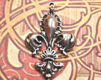 Lovely Fleur De Lis Intricate Genuine Pewter Pendant charm lead safe