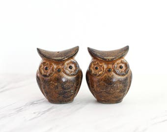 Vintage Stoneware Owl Salt and Pepper Shakers / Mid Century Owl Salt and Pepper Shakers from Japan / Stoneware Salt and Pepper Shakers