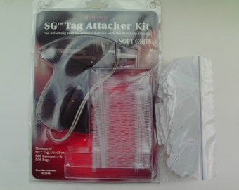 Professional Retail Tag Attacher Gun Soft Grip w/ Fasteners and Tags Monarch model 925046 Rarely Used