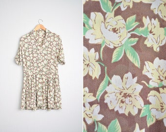 Size S/M // FLORAL PLEATED DRESS // Yellow & Brown - Wing Collar - Short Sleeve - Mini Dress - Vintage '80s/'90s.