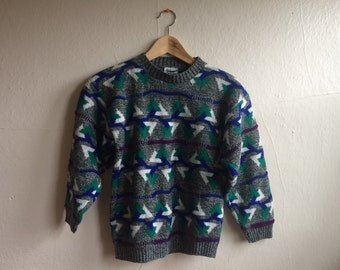 Geometric Patterned '90s Sweater in Grey, Blue, Turquoise and Purple - Size Small