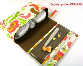 ON SALE Floral fold over bag with clear zipper pouch, gift for new parents, diaper bag organizer, baby bag, clutch purse