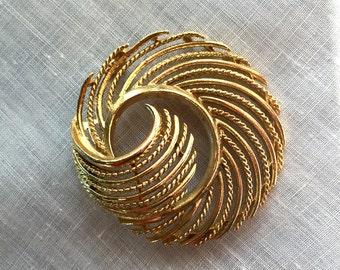 Vintage Lisner Gold Tone Brooch