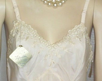 CHRISTMAS SALE Deadstock Vintage Full Dress Slip Side Zipper Embroidered Lace 32